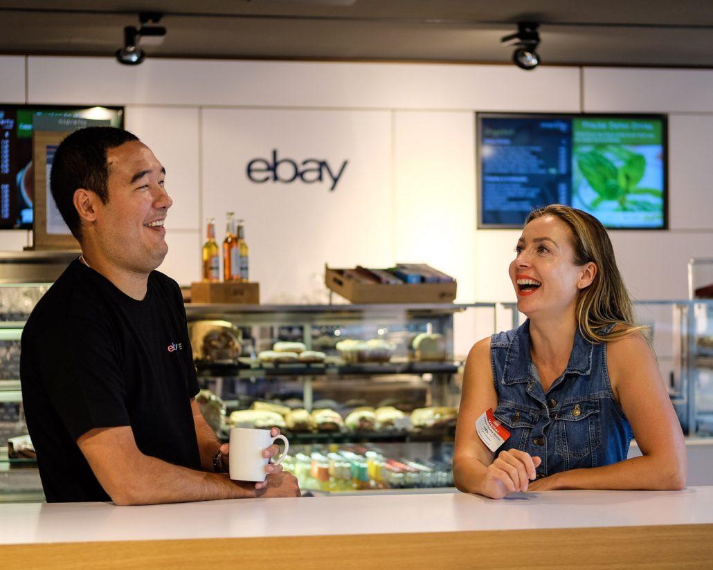 WELCOMESPY Anna Stella Bonin bei Ebay in Berlin in der Cafeteria