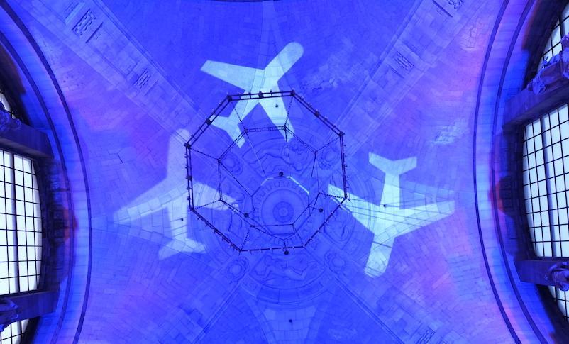Projektion-Flugzeuge-Decke-Rathaus
