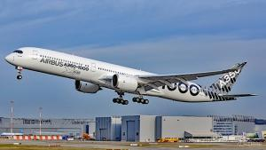 Airbus A350-1000 in Finkenwerder